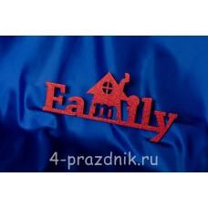 Деревянное слово Family в виде домика, красное 2343-kr