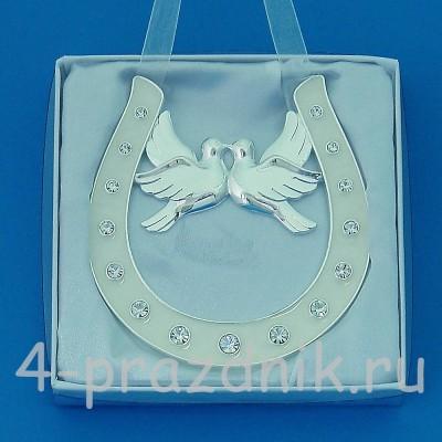 Подкова серебряная с парой голубей, подвесная, со стразами HG02000 оптом