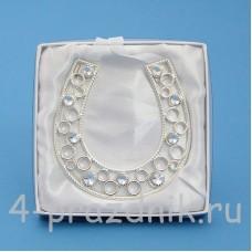 Подкова серебряная с искусственным жемчугом, подвесная HG02500