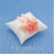Подушка для колец в коралловом оформлении podushka019