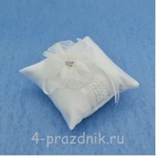 Подушка для колец в белом оформлении podushka025
