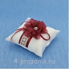 Подушка для колец в бордовом оформлении podushka027