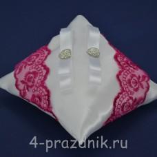Подушка под кольца,атласная с кружевом фуксия podushka043