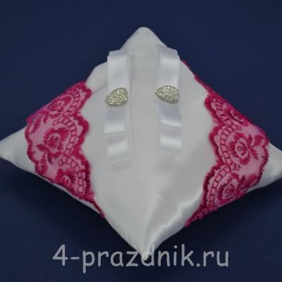 Подушка под кольца,атласная с кружевом фуксия podushka043 оптом
