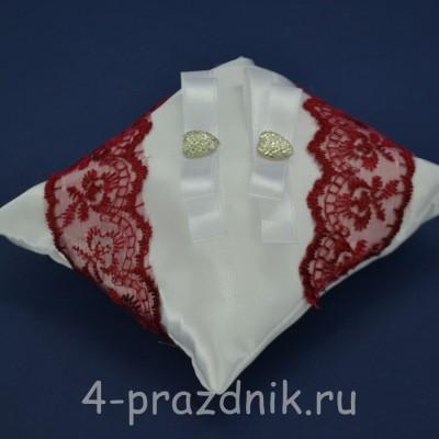 Подушка под кольца,атласная с бардовым кружевом  podushka047 оптом
