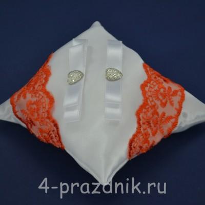 Подушка под кольца,атласная с оранжевым кружевом  podushka048 оптом