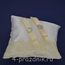 Подушка под кольца,атласная с  кружевом айвори podushka055