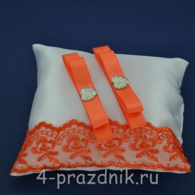 Подушка под кольца,атласная с оранжевым кружевом  podushka056 оптом