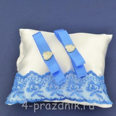 Подушка под кольца,атласная с синим кружевом  podushka059 оптом