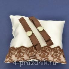 Подушка под кольца,атласная с шоколадным  кружевом  podushka063