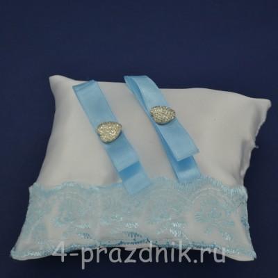 Подушка под кольца,атласная с голубым  кружевом  podushka064 оптом