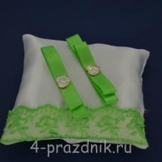 Подушка под кольца,атласная с  кружевом зеленое яблоко  podushka065