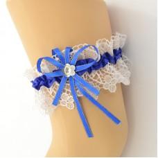Подвязка белая с синей лентой, шитье pod083