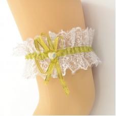Подвязка белая с золотой лентой pod087